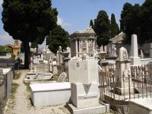 Kale mezarlığı