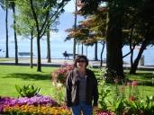 Göl kenarındaki parkta