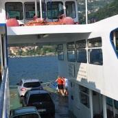 Tekne aynı zamanda küçük bir feribot