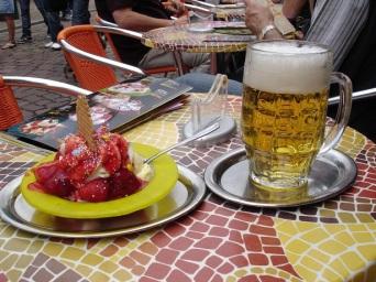 Freiburg'ta bira ve pasta molası