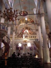 Kilisenin iç mekanı