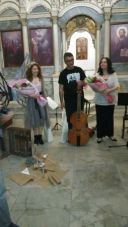 Sanatçılar çiçeklerle uğurlanıyor