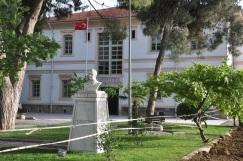 Konağın ön bahçesi