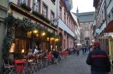 Bu caddede güzel lokantalar var