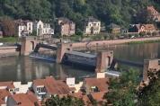 Neckar nehri üzerinde regülatör kapaklar