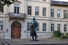 Kimyager Robert Bunsen anıtı