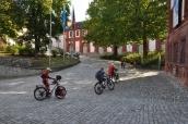 Kaleye çıkan bisikletseverler