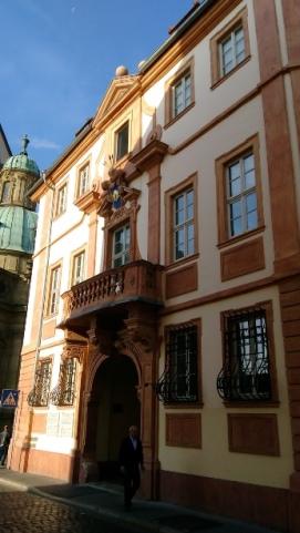 Bir başka tarihi bina
