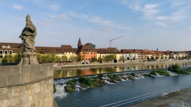 Main nehrinin eski köprüden görünüşü