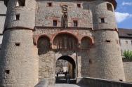 Kale giriş kapılarından biri