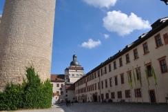 Kalenin iç avlusunu çevreleyen binalar