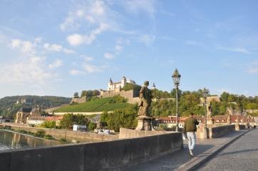 Alte Mainbrücke'de sabah