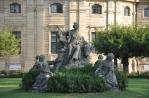 Saray bahçesi heykellerinden