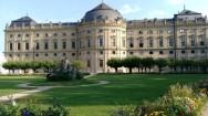 Rezidence Palace arka bahçesi