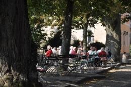 Saray girişindeki cafe