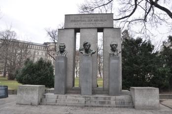 1918 Cumhuriyet anıtı