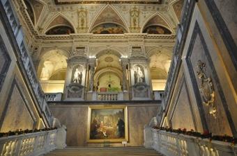 Müze cümle girişi merdivenleri