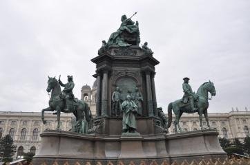"""""""Zamanın değişimi"""" anıtı"""