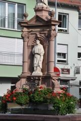 Merkezdeki heykel