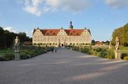 Orta yoldan sarayın görüntüsü