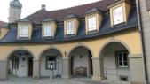 Saray girişinde avlulu çarşı