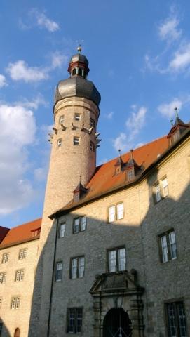 Saray ve kulesi