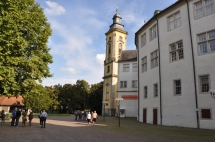 Kale eklentisi kilise yapısı