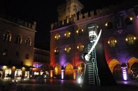 Maggiore meydanında kaptan heykeli