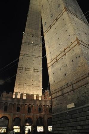 İki kulelerin gece görüntüsü