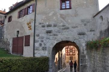 Kale girişi kemerli yol