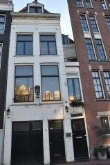 Amsterdam' ın en dar binası (sağdaki, 1,5 mt eninde)