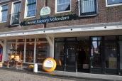 Volendam' da peynir mağazası