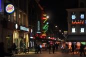 Alışveriş caddesi, gece