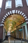 Bina alt geçit galerisinde tavan süslemesi
