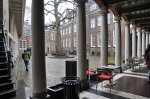 Amsterdam müzesi avlusu