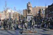 Rembrandt meydanında asker heykelleri
