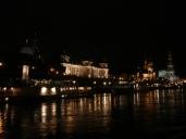 Elbe'den eski şehrin gece görüntüsü