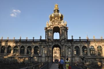 Zwinger sarayı taçlı kapısı
