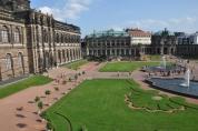 Zwinger Sarayı iç bahçesi