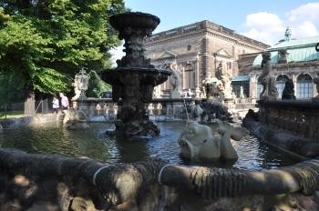 Zwinger sarayı bahçesi