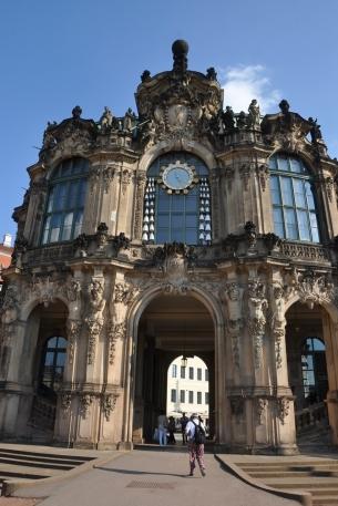 Zwinger sarayı porselen çanlı saati