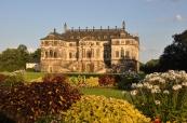 Büyük park içindeki saray
