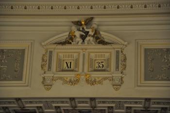 Semperoper saati (saat romen rakamıyla,dakika latin rakamıyla)